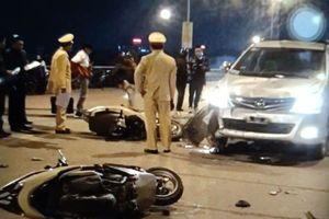 Ô tô lấn làn tông liên tiếp 2 xe máy, 4 người nguy kịch