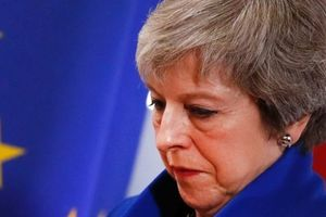 Thủ tướng May vượt qua cuộc bỏ phiếu bất tín nhiệm