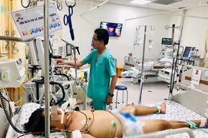 Truyền 6 lít máu cứu sống bé trai bệnh 'muỗi cắn cũng có thể tử vong'