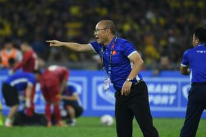 Thầy Park mời học trò đi nhà hàng, xem Oman và Lebanon thi đấu