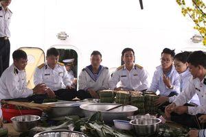 'Mùa xuân biển đảo' mang Tết sớm đến với các chiến sĩ hải quân
