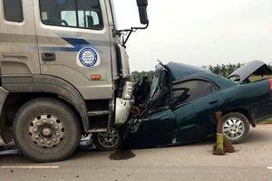 Nam Định: Lái xe ô tô tử vong trong gầm xe container