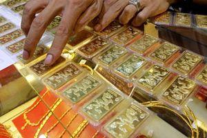 Giá vàng SJC 'dậm chân tại chỗ' bất chấp vàng thế giới lên đỉnh 2 tuần