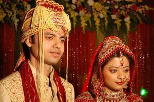 Ấn Độ: Bố mẹ và con trai cưới cùng một ngày