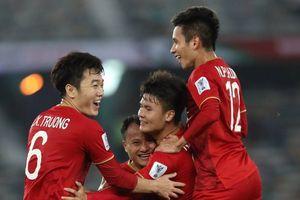 Khán giả châu Á nói gì sau siêu phẩm sút phạt của Quang Hải ghi bàn cho tuyển Việt Nam?
