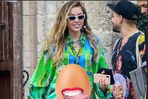 Miley Cyrus lên tiếng phủ nhận việc mang thai con gái đầu lòng sau gần 1 tháng kết hôn