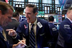 Lợi nhuận ngân hàng đưa chứng khoán Mỹ đạt đỉnh 1 tháng