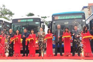 Tiếp tục mở thêm 2 tuyến buýt phục vụ người dân ngoài thành