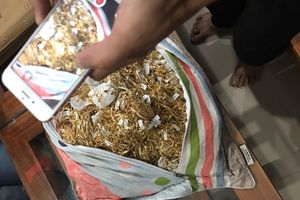 Hai kẻ bán hàng trăm lượng vàng không rõ nguồn gốc ở Quảng Nam