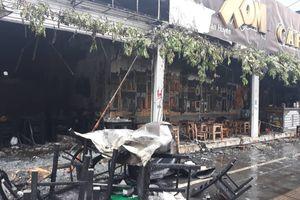 Hà Nội: Nhiều hàng quán cháy tan hoang sau tiếng nổ lớn, khách hốt hoảng bỏ chạy tán loạn