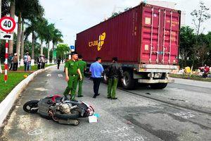 Container cuốn 2 mẹ con vào gầm ở Đà Nẵng