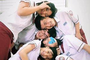 Giới trẻ Việt lại rộ trào lưu mới: Gác đầu lên nhau chụp ảnh nhóm