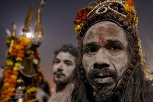 18 triệu người Ấn Độ tắm sông thiêng trong ngày đầu lễ hội Kumbh Mela