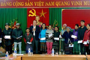 Nhập quốc tịch cho 18 công dân Lào di cư tự do và kết hôn không giá thú