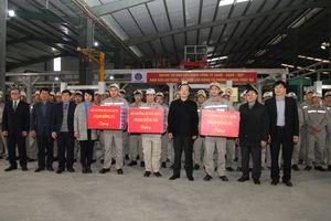 Bộ trưởng Xây dựng thăm chúc Tết công nhân lao động