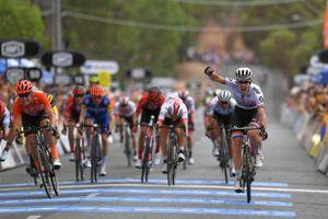 Tour xứ 'Miệt dưới': Impey khẳng định sức mạnh nhà đương kim vô địch