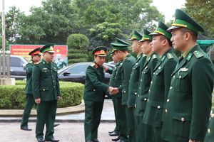 Trung tướng Lê Hiền Vân kiểm tra, chúc Tết Đồn Biên phòng cửa khẩu quốc tế Móng Cái