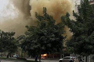 Hà Nội: Cháy lớn quán ăn trên đường Nguyễn Văn Huyên