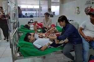 Hàng chục học sinh ở Bình Dương nhập viện sau buổi liên hoan