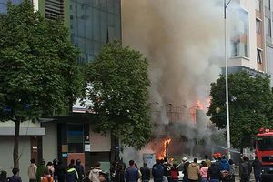 Cháy quán cháo ếch Singapore ở Hà Nội, nhiều tài sản bị thiêu rụi