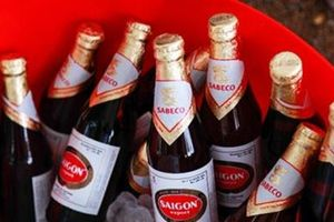 Bán chai bia chỉ có 1/4 lượng chất lỏng kèm mùi hôi nồng nặc: Tòa án triệu tập 'ông chủ' Sabeco