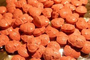 Phát hiện ma túy hình sọ người qua đường chuyển phát nhanh