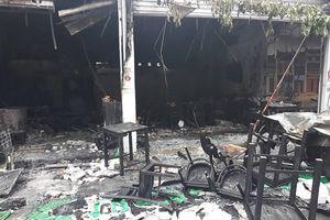 Hà Nội: Nổ khí gas, một quán ăn bốc cháy dữ dội