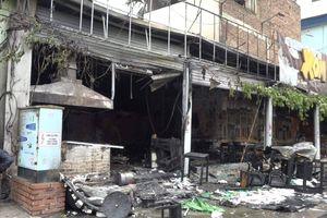 Nổ khí gas, quán cháo cháy tan hoang ở Hà Nội