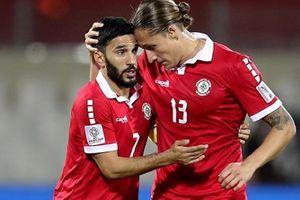 HLV và cầu thủ Lebanon nói gì khi bị loại khỏi Asian Cup chỉ vì một chiếc thẻ vàng?