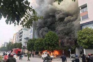 Hà Nội: Cửa hàng cháo ếch Singapore cháy dữ dội sau tiếng nổ lớn nghi do hở khí gas