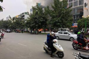 Cháy lớn nghi nổ bình gas, nhiều hàng quán tan hoang ở Hà Nội