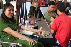 Đoàn Thanh niên Công an tỉnh Trà Vinh hiến máu tình nguyện
