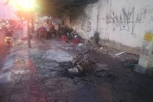 Giao thông ùn ứ vì xe máy cháy trên đại lộ Phạm Văn Đồng