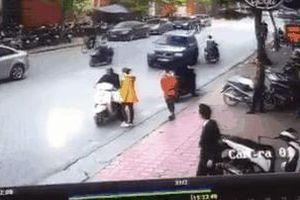 Clip vụ 'xe điên' lao kinh hoàng trên phố Hà Nội chiều nay