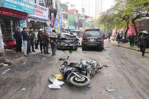 Hà Nội: Ô tô 'điên' gây tai nạn liên hoàn, một phụ nữ tử vong