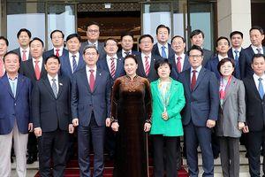 Chủ tịch QH Nguyễn Thị Kim Ngân tiếp Nhóm Nghị sĩ hữu nghị Hàn Quốc - Việt Nam