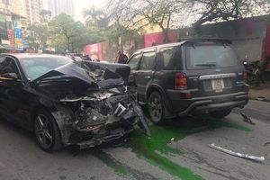 Xe Ford Escape 'điên' gây tai nạn kinh hoàng trên phố Hà Nội, 1 phụ nữ tử vong