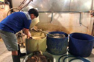 Ớn lạnh tẩy trắng phụ phẩm bò thối để bán cho quán nhậu