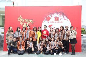 Du học sinh nước ngoài tìm hiểu về Tết cổ truyền Việt Nam