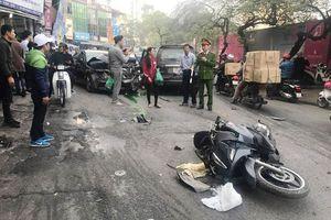 Ôtô 'điên' gây tai nạn liên hoàn trên phố Hà Nội, 1 người chết