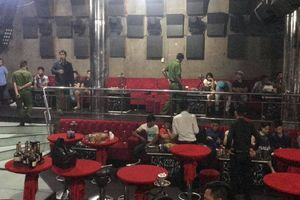 130 người có mặt ở quán bar bị công an đưa về trụ sở làm việc