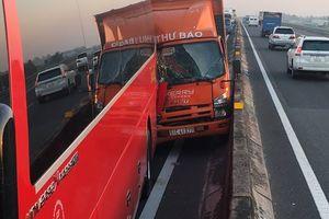 Tai nạn trên cao tốc TP HCM – Trung Lương, nhiều trẻ em hoảng loạn