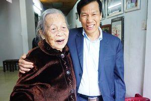 Bộ trưởng Nguyễn Ngọc Thiện thăm và chúc Tết Mẹ Việt Nam anh hùng