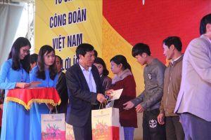 Bộ trưởng Nguyễn Ngọc Thiện vui Tết sum vầy với người lao động
