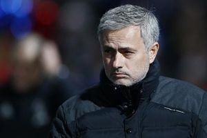 Mourinho dùng 'quá khứ huy hoàng' đáp trả chỉ trích