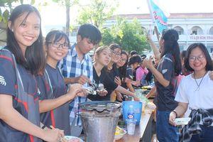 Cùng xem học sinh Bạc Liêu nấu chè, xay sinh tố giúp bạn gặp khó khăn