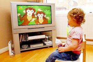 Trẻ em xem tivi nhiều dễ bị béo phì, tăng động
