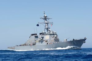 Tàu tuần tra Nga theo dõi chiến hạm Mỹ ở biển Đen