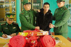 Vượt biên đưa 21 kg pháo nổ từ Trung Quốc về Việt Nam