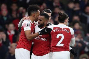 Arsenal đả bại Chelsea, thổi lửa vào top 4 Ngoại hạng Anh